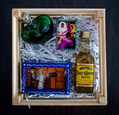 Mexican centerpiece #minicenterpiece #mexicandecor #mexicanwedding #tequila #fridakahlo #mexicanheart #diademuertosart Mexican Centerpiece, Centerpieces, Tequila, Mexican Party Favors, Welcome Bags, Frame, Fiestas, Picture Frame, Center Pieces