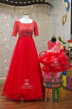 Mother daughter dresses matching - querieswhat's app on 8341382382 orCall tejasarees@ Mom Daughter Matching Outfits, Mommy Daughter Dresses, Mom And Baby Dresses, Mother Daughter Fashion, Girls Dresses, Baby Outfits, Red Outfits, Mother Daughters, Ball Dresses