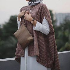 Pinned via #MrsRawabdeh Hijab Style Dress, Hijab Look, Hijab Chic, Hijab Outfit, Islamic Fashion, Muslim Fashion, Modest Fashion, Fashion Outfits, Modest Dresses