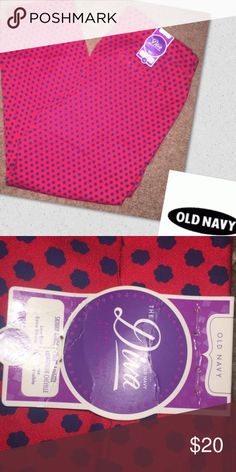 Old Navy the diva skinny NWT Old Navy the diva skinny ankle pants Red and black polkadot flowers size 12 low rise extra strength new with tags Old Navy Pants Skinny