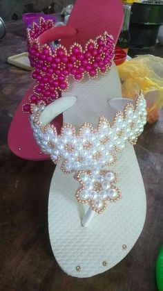 Crochet Sandals, Crochet Shoes, Crochet Slippers, Beaded Shoes, Beaded Sandals, Beaded Jewelry, Shoe Crafts, Diy And Crafts, Flip Flop Craft