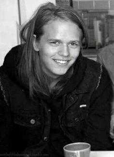 Valter Skarsgård Skarsgard Brothers, Skarsgard Family, Bill Skarsgard, Valter Skarsgard, Im Ugly, Youre Cute, Friends Family, Being Ugly, Handsome
