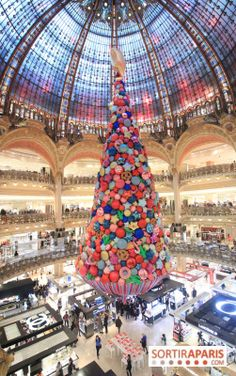 Paris Galeries Lafayette Christmas Windows and tree 2019 - Pictures and VIDEO Balloon Decorations, Light Decorations, Travel Around The World, Around The Worlds, Beth Ditto, Paris France Travel, Galeries Lafayette, Christmas Trees, Balloons