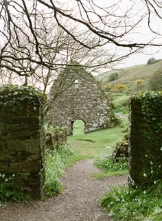 Irish Coastal Outdoor Wedding Ideas - Once Wed Celtic Wedding, Irish Wedding, Irish Cottage, Le Village, Ireland Wedding, Once Wed, Outdoor Venues, Emerald Isle, Outside Wedding