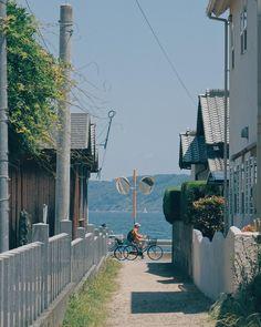 Japan - village by the sea Aesthetic Japan, City Aesthetic, Aesthetic Photo, Cyclades Greece, Japan Village, The Garden Of Words, Japan Street, Japanese Streets, Hayao Miyazaki