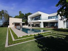 A Superb, Modern Home in Miami Beach, Florida