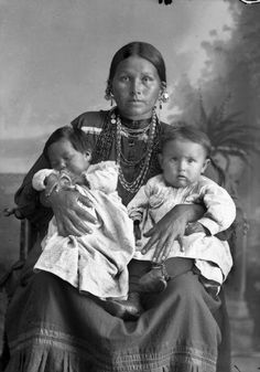 Mountain Wolf Woman, Xéhachiwinga , Ho-Chunk (Winnebago) tribe.