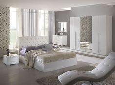 lit deux places en cuir capitonné blanc neige, dressing blanc laqué, fauteuil…