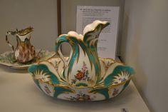 Pot à lait et plateau, porcelaine, Manufacture de Chantilly, musée des Arts Décoratifs, Paris
