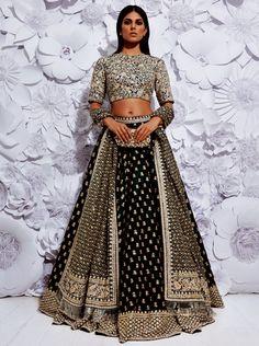 Indian Lehenga Choli Designs For Wedding 2019 Lehenga Choli Designs, Bridal Lehenga Choli, Lehenga Blouse, Golden Bridal Lehenga, Silk Lehenga, Indian Wedding Outfits, Bridal Outfits, Bridal Dresses, Flapper Dresses