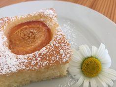 Mamas leckerer Marillenkuchen – Backen mit Christina … Doughnut, Cheesecake, Desserts, Brownies, Food, Sheet Cakes, Almonds, Cooking, Tailgate Desserts