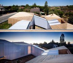 Дом на холме с семитомное модульные здания