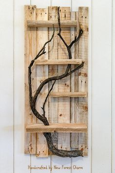 Pallet Shelves Projects Pallet tree shelf - If you are thinking of to construct a marvelous home or to renovate it then pallet wall decor ideas would surely help you out. Recycled Pallets, Wood Pallets, Handmade Home Decor, Home Decor Items, Handmade Wooden, Diy Pallet Projects, Wood Projects, Pallet Ideas, Pallet Wall Decor
