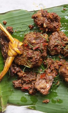 Beef Rendang Braised in coconut milk with a host of spices and aromatics, rendang is a luscious Indonesian beef stew served at all manner of special occasions. Meat Recipes, Indian Food Recipes, Asian Recipes, Cooking Recipes, Ethnic Recipes, Beef Rendang Recipe, Carne, Sushi Comida, Indonesian Cuisine