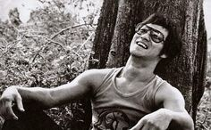 """""""The world is full of people who are determined to be somebody or to give trouble. They want to get ahead, to stand out. Such ambition has no use for a gung fu man, who rejects all forms of self-assertiveness and competition""""   (Bruce Lee)"""