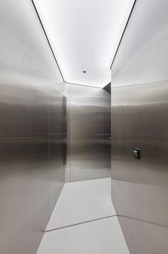 Hotel von Seungmo Lim in Räumen von The Designers entworfen. Bathroom Interior Design, Modern Interior Design, Interior Architecture, Boutique Hotel Room, Retail Store Design, Ceiling Design, Office Interiors, Planer, Tango