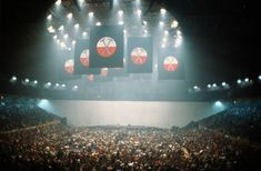 Architecture of concert stage designs - Designing Buildings Wiki Pink Floyd Wall, Pink Floyd Tour, Take That Progress, Pink Floyd Concert, Concert Stage Design, Roger Waters, Psychedelic Rock, Rock Groups, Video Wall