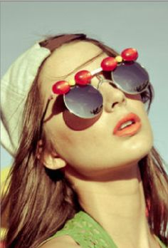 Mercura balloon Minnie sunglasses page 2 editorial styledbyphil