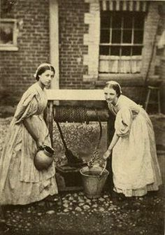 Inglaterra na Era Vitoriana - O Samsara- Parte III - Maids 1864 - This is an exquisite photo of two young girls in service in England in See website for many additional articles on Victorian life. Victorian Life, Victorian London, Victorian Photos, Antique Photos, Vintage Pictures, Vintage Photographs, Old Pictures, Old Photos, Victorian Maid