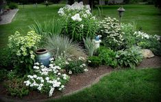 Цветник не имеющая четкой геометрической формы, которая формирует единую систему флоры.