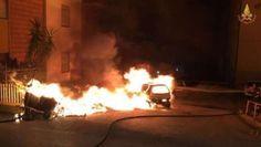 Scia di incendi nella notte ad Ancona a fuoco cassonetti e auto