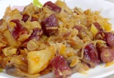 Капуста, тушенная с картофелем, колбасками и грибами: очень вкусно и сытно - be1issimo.ru