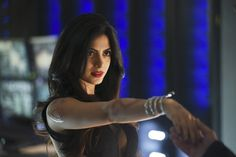 'Shadowhunters' (Season 1): '1x02 The Descent Into Hell Is Easy' stills wallpaper in The Emeraude Toubia Club