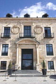 Palacio Ducal de Lerma. La bellísima entrada al Palacio Ducal de Lerma, el impresionante edificio hoy convertido en Parador | C.Jordá