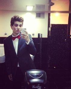 Wouldn't mind Sam Pottorff as my prom date... <3