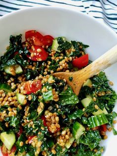 Ugly Vegan Kitchen - Middle Eastern Wheat Berry Salad with Kale, Cucumbers and Tomatoes #wheatberry #wheat #wheatlovers #wheatgrass #wheatberries #farming #healthy #homegrown #Farm #wheatrecipes #food #foodie #healthylifestyle #healthyeating Kale Recipes Vegan, Healthy Salad Recipes, Whole Food Recipes, Wheat Berry Recipes, Wheat Berry Salad, Quinoa Salat, Pasta, The Heat, Mediterranean Recipes