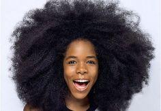 Voici cinq remèdes maison qui vous aideront à faire pousser vos cheveux rapidement. 1- Oignon et jus de citron Le jus d'oignon possède du soufre qui stimule la production des tissus de collagène. Ces tissus aident à faire pousser les cheveux. 1ère méthode : Râpez deux à quatre oignons afin d'en presser le jus. Massez votre …