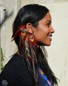 Feather Ear Cuff Fuchsia Burning Man Jewelry door SassiBijou – Men's style, accessories, mens fashion trends 2020 Feather Jewelry, Ear Jewelry, Feather Earrings, Skull Jewelry, Hippie Jewelry, Beaded Jewelry, Pearl Earrings, Ear Cuffs, Accessoires Dreadlock