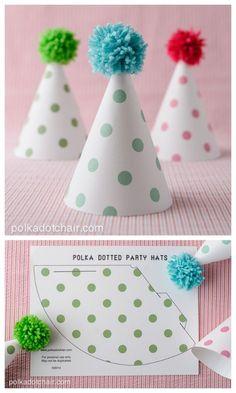 FREE printable Polka Dot Party Hats (+DIY pompom tutorial) כי למה לא לעשות את זה לבד?