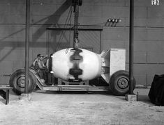 Technical description, photographs, and video of atomic bombs Little Boy and Fat Man dropped on Hiroshima and Nagasaki in August Hiroshima E Nagasaki, Hiroshima Bombing, Potsdam Conference, First Atomic Bomb, Nuclear Reaction, Enola Gay, Nuclear Bomb, Nuclear War, Manhattan Project