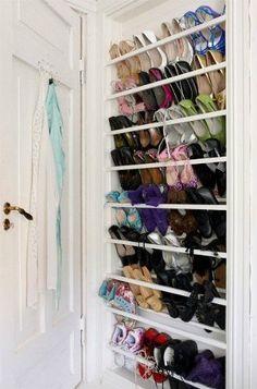 Organizador de zapatos detrás de la puerta ¡Esto sí que es sacar el máximo provecho del espacio libre!