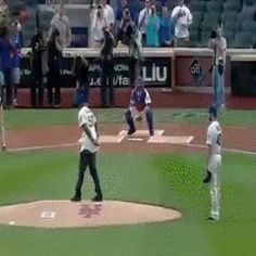 50 Cent blames first pitch on Lance Stephenson Funny Quotes, Funny Memes, Hilarious, Epic Fail Photos, Funny Videos Clean, Weird Gif, Sports Memes, Good People, Amazing People