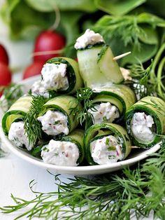 Roladki z ogórka z twarogiem i rzodkiewkami Salad Recipes, Diet Recipes, Recipies, Edible Arrangements, Kielbasa, Antipasto, Cucumber, Food Porn, Food And Drink