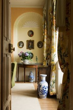 Todhunter Earle Interiors Regency Furniture and Decorating Inspiration Ideas Interior Design London, Classic Interior, Regency Furniture, Luxury Furniture, Georgian Interiors, English Interior, English Country Decor, Ireland Homes, House Ireland