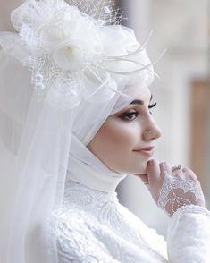 Hijab Bride, Wedding Hijab, Wedding Ceremony, Wedding Dresses, Simple Hijab, Muslim Brides, Muslim Girls, Marriage Day, Moda Emo