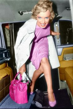 Great color pic of Marilyn!