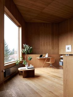 Simplicity and elegance. Look at the desk!