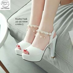 Pretty Shoes, Cute Shoes, Socks And Heels, Shoes Heels, White Heel Boots, White Casual Sneakers, Homecoming Shoes, Kawaii Shoes, Beautiful Heels
