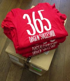 365 dagen succesvol Sweatshirts, Sweaters, Fashion, Moda, Fashion Styles, Trainers, Sweater, Sweatshirt, Fashion Illustrations