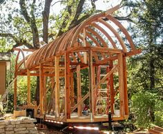 Curved Roof Tiny House Under Construction – Incredible Carpentry! Tiny House Living, My House, House Under Construction, Pallet Shed, Tiny House Community, Gypsy Wagon, Tiny House Design, Carpentry, The Help