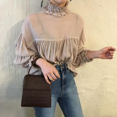 Discover recipes, home ideas, style inspiration and other ideas to try. Ulzzang Fashion, Harajuku Fashion, Hijab Fashion, Korean Fashion, Fashion Dresses, Stylish Tops, Blouse Outfit, Blouse Vintage, Aesthetic Clothes