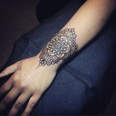 28 Pretty Wrist Tattoos for Women and Girls (19)