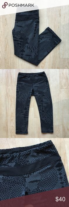 Lucy Printed Cropped Capri Yoga Pant Leggings Excellent condition. Athletic yoga pants / leggings. Perfect for a workout or run! Black / grey printed design almost looks like a subtle animal print. Super stretch comfortable fit. Size Small Lucy Pants Leggings