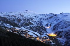 Sierra Nevada, Andalusia, Spain. The southern ski resort in Europe / Sierra Nevada, en Andalucía, España, es la estación de esquí que está situada más al sur de Europa