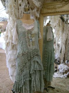 One of the highlights of my trips to Warrenton & Round Top for Antiques Week was visiting the Magnolia Pearl booth at Marberger Farms. Gypsy Style, Boho Gypsy, Bohemian Style, Boho Chic, Hippie Chic, Hippie Style, Magnolia Pearl, Moda Vintage, Vintage Lace