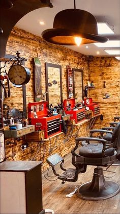 Barber Shop Interior, Coffee Shop Interior Design, Barber Shop Decor, Old Fashion Barber Shop, Barber Shop Pictures, Barber Store, Mobile Beauty Salon, Barber Equipment, Barbershop Design
